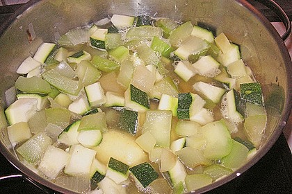 Zucchini - Kartoffel - Knoblauchsuppe 15