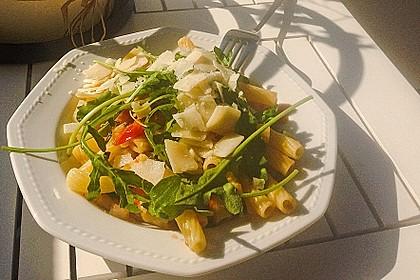 Nudeln mit Kirschtomaten, Rucola, Parmesan und Pinienkernen 1