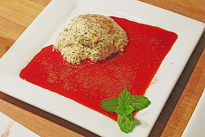 Marzipan-Mohn-Mousse mit Himbeersauce 31