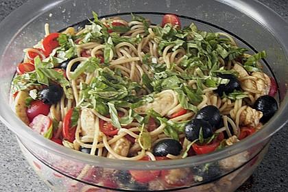 Italienischer Spaghettisalat mit Mozzarella 5