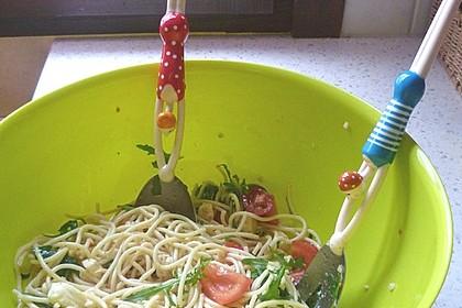 Italienischer Spaghettisalat mit Mozzarella 3