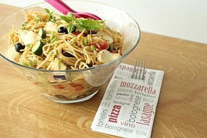 Italienischer Spaghettisalat mit Mozzarella 6
