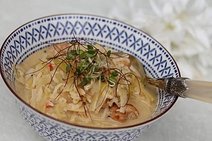 Asiatische Suppe mit Kokosmilch