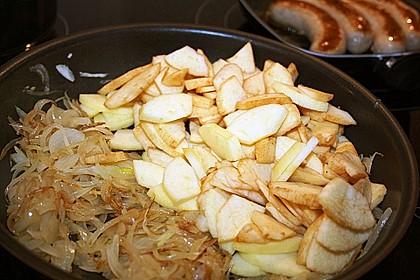 Bratwurst mit Apfel- und Zwiebelgemüse 19