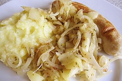 Bratwurst mit Apfel- und Zwiebelgemüse 13