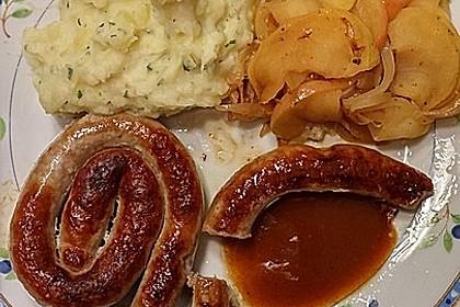 Bratwurst mit Apfel- und Zwiebelgemüse 18