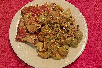 Schweinemedaillons im Parmaschinkenmantel mit Steinpilz - Gorgonzola - Sauce 75