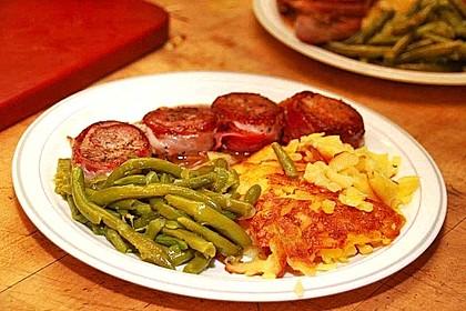 Schweinemedaillons im Parmaschinkenmantel mit Steinpilz - Gorgonzola - Sauce 19