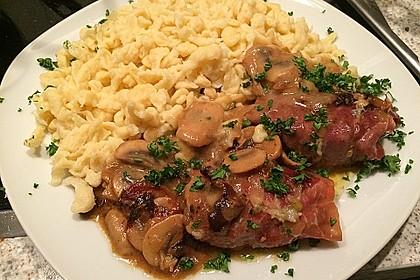Schweinemedaillons im Parmaschinkenmantel mit Steinpilz - Gorgonzola - Sauce 10