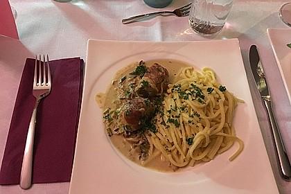 Schweinemedaillons im Parmaschinkenmantel mit Steinpilz - Gorgonzola - Sauce 60