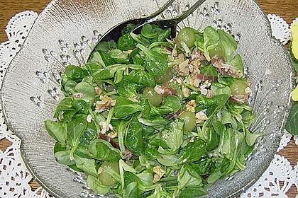 Gourmet Feldsalat mit Trauben, Schinken und Nüssen 11