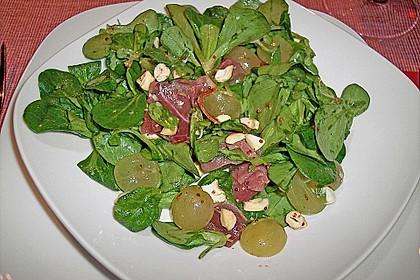 Gourmet Feldsalat mit Trauben, Schinken und Nüssen 10