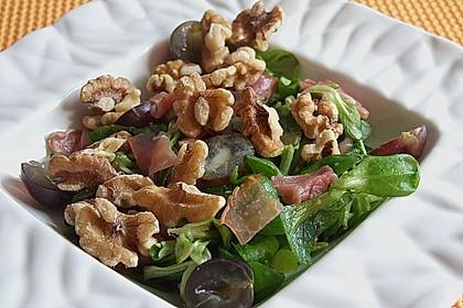 Gourmet Feldsalat mit Trauben, Schinken und Nüssen 6