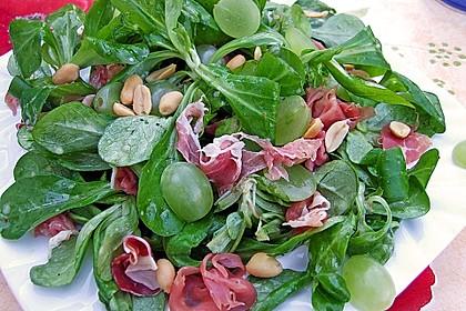 Gourmet Feldsalat mit Trauben, Schinken und Nüssen 5