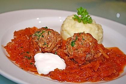 Ungarische Takart mit Sauerkraut