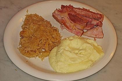 Schweinekrustenbraten auf Sauerkraut 12