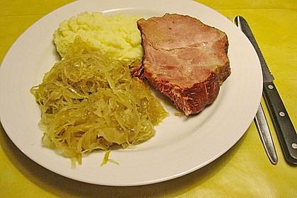 Schweinekrustenbraten auf Sauerkraut 5