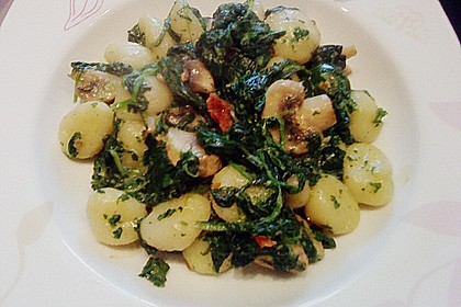 Käse - Kräuter - Nudeln mit Spinat und Champignons 5
