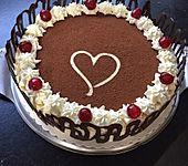 Eierlikör - Torte mit Sauerkirschen (Bild)