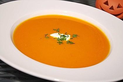 Scharfe Kürbis - Orangen - Suppe mit Kokosnote