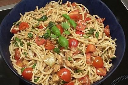 Spaghetti Salat mit Mozzarella und Tomaten 2