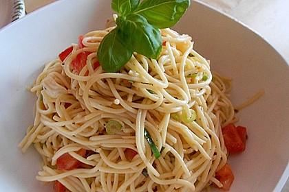 Spaghetti Salat mit Mozzarella und Tomaten