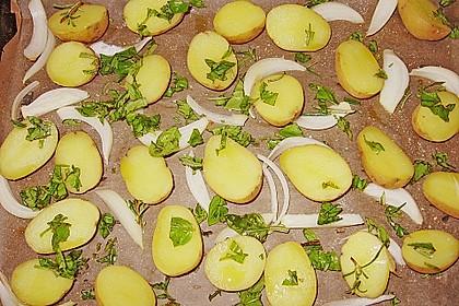 Illes leicht gefüllte Champignonköpfe auf Ofenkartoffeln 35