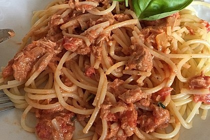 Nudeln in leichter, sämiger Thunfisch-Tomaten-Käse Sauce 90