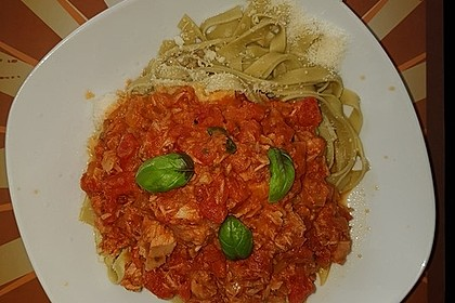 Nudeln in leichter, sämiger Thunfisch-Tomaten-Käse Sauce 48