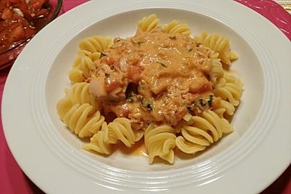 Nudeln in leichter, sämiger Thunfisch-Tomaten-Käse Sauce 49