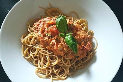 Nudeln in leichter, sämiger Thunfisch-Tomaten-Käse Sauce 10