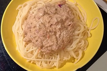 Nudeln in leichter, sämiger Thunfisch-Tomaten-Käse Sauce 131