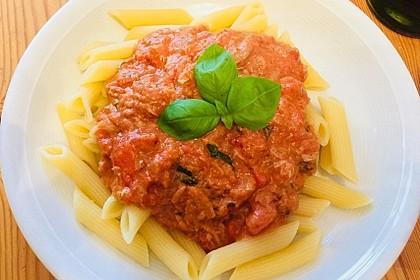 Nudeln in leichter, sämiger Thunfisch-Tomaten-Käse Sauce 24