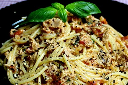 Nudeln in leichter, sämiger Thunfisch-Tomaten-Käse Sauce 7
