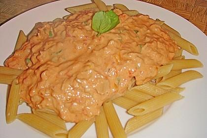 Nudeln in leichter, sämiger Thunfisch-Tomaten-Käse Sauce 64