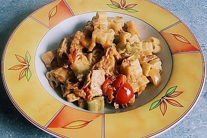 Nudeln in leichter, sämiger Thunfisch-Tomaten-Käse Sauce 87