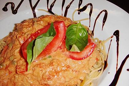 Nudeln in leichter, sämiger Thunfisch-Tomaten-Käse Sauce 122