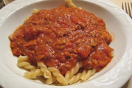 Nudeln in leichter, sämiger Thunfisch-Tomaten-Käse Sauce 98