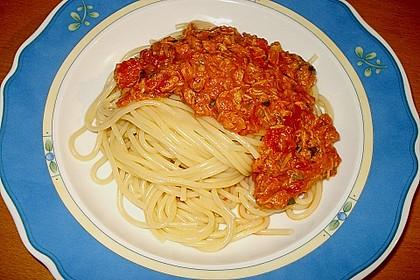 Nudeln in leichter, sämiger Thunfisch-Tomaten-Käse Sauce 35