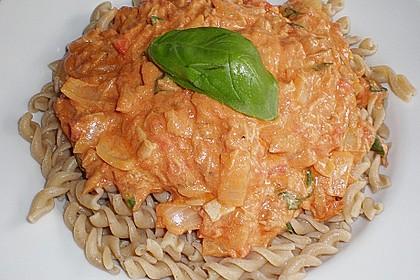Nudeln in leichter, sämiger Thunfisch-Tomaten-Käse Sauce 71