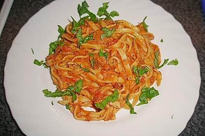 Nudeln in leichter, sämiger Thunfisch-Tomaten-Käse Sauce 25