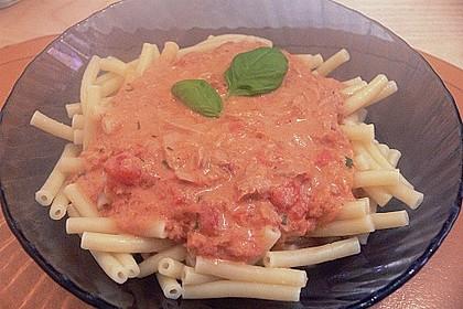 Nudeln in leichter, sämiger Thunfisch-Tomaten-Käse Sauce 124