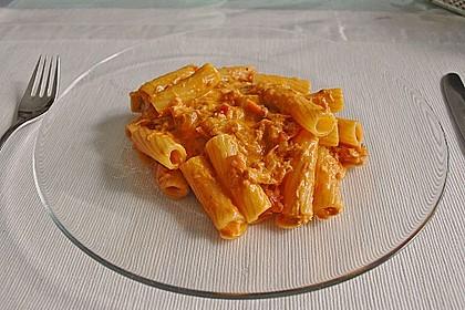 Nudeln in leichter, sämiger Thunfisch-Tomaten-Käse Sauce 33