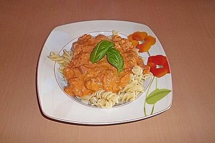 Nudeln in leichter, sämiger Thunfisch-Tomaten-Käse Sauce 21
