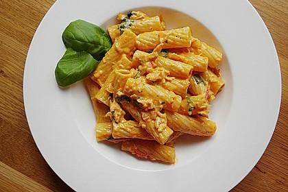 Nudeln in leichter, sämiger Thunfisch-Tomaten-Käse Sauce 8