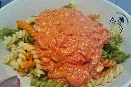 Nudeln in leichter, sämiger Thunfisch-Tomaten-Käse Sauce 129