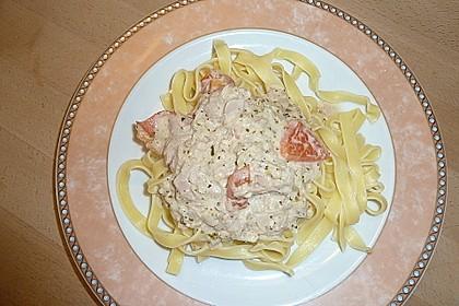 Nudeln in leichter, sämiger Thunfisch-Tomaten-Käse Sauce 78