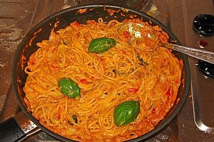 Nudeln in leichter, sämiger Thunfisch-Tomaten-Käse Sauce 66