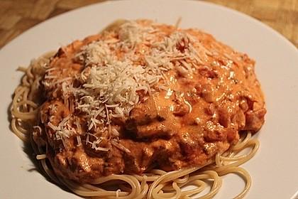Nudeln in leichter, sämiger Thunfisch-Tomaten-Käse Sauce 41
