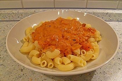 Nudeln in leichter, sämiger Thunfisch-Tomaten-Käse Sauce 72